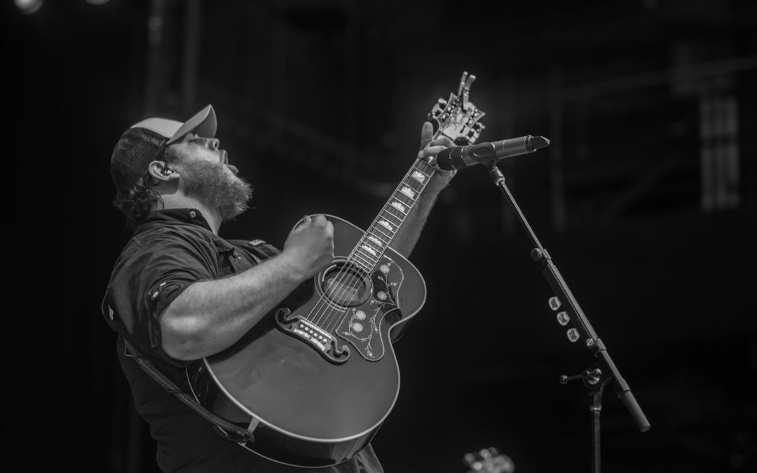 e4b44f1ce3163 Luke Combs Announces Spring 2018 Leg of Headlining Don t Tempt Me With A  Good